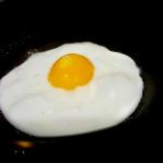 賞味期限切れの生卵は目玉焼きにすると食べられる?半熟はダメ?